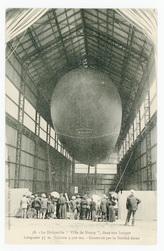 """Le Dirigeable """"Ville de Nancy"""", dans son hangar. Longueur 55 m. Volume 3,3…"""