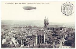 """Le dirigeable """"Ville de Nancy"""" au-dessus de Nancy (Point-Central)"""