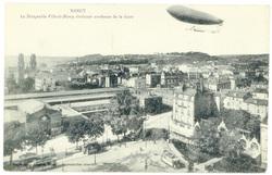 Le Dirigeable Ville-de-Nancy évoluant au-dessus de la Gare