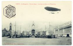 """Nancy : le Dirigeable """"Ville de Nancy"""" évoluant au-dessus de l'Exposition"""