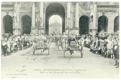 Défilé des mitrailleuses sous l'Arc de Triomphe. Nancy : rentrée triomphal…