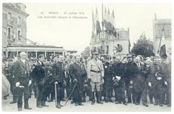 Les autorités devant le cénotaphe. Nancy, 27 juillet 1919