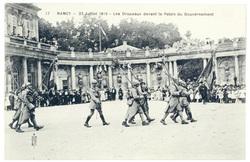 Les drapeaux devant le Palais du Gouvernement. Nancy, 27 juillet 1919