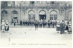 Pendant le défilé : le général Grange devant l'Hôtel-de-Ville. Nancy, 27 j…
