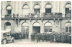 La Reine au Balcon de l'Hôtel de Ville : cavalcade de la Mi Carême 1922