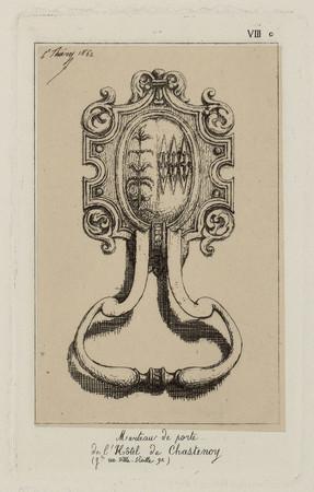 Marteau de porte de l'Hôtel de Chastenoy (g[ran]de rue Ville-vieille 92)