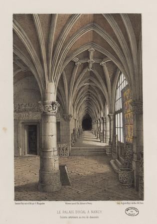 Le Palais Ducal à Nancy : galerie extérieure, au rez-de-chaussée