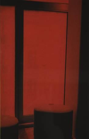 Une pièce rouge