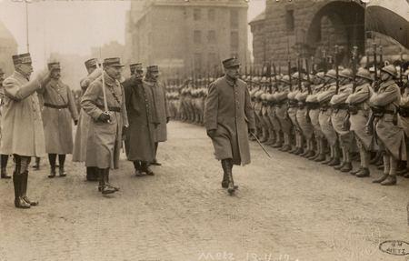 [Metz 19 novembre 1918. Maréchal Pétain saluant ses troupes]
