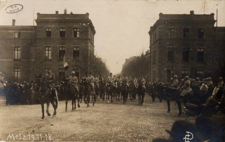 [Metz 19 novembre 1918. Officiers à cheval]
