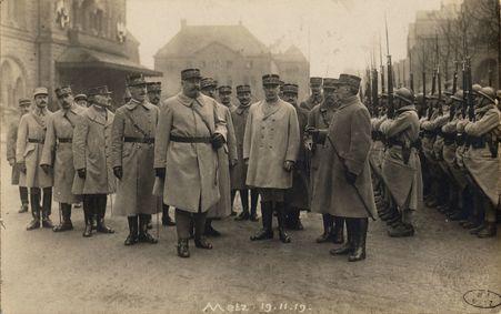 [Metz 19 novembre 1919. Maréchal Pétain et officiers]