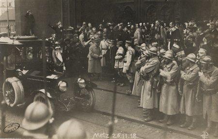 [Metz 26 novembre 1918. Le Maréchal Foch devant l'hôtel de ville]
