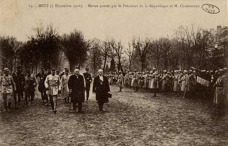 Metz 7 décembre 1918. Revue passée par le Président de la République et M.…
