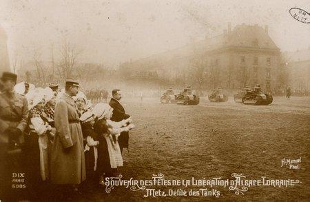 Souvenirs des Fêtes de la Libération d'Alsace Lorraine. Metz. Défilé des T…
