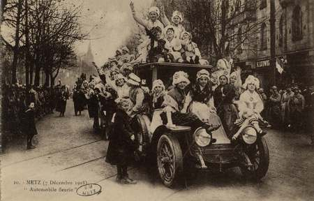 """Metz 7 décembre 1918. """"Automobile fleurie"""""""