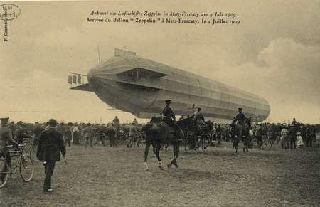 """Arrivée du Ballon """"Zeppelin"""" à Metz- Frescaty, le 4 Juillet 1909"""
