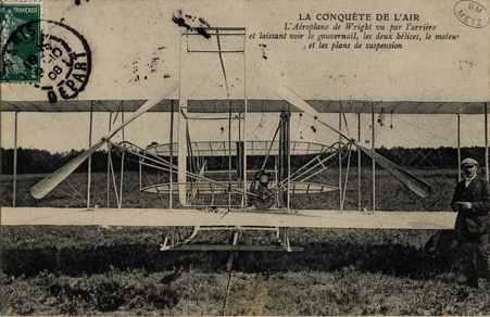 """LA CONQUETE de l'AIR. L""""Aéréoplane de Wright vu par l'arrière et laissant …"""