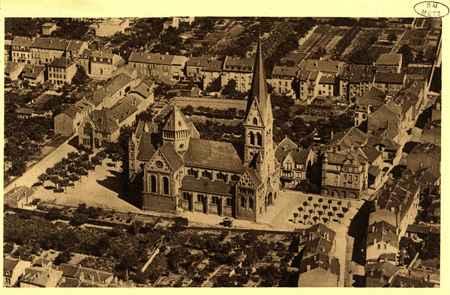 Montigny-les-Metz. Vue plongeante de l'Église. Maison paroissiale