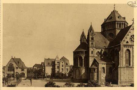 Montigny-les-Metz.Place Jeanne-d'Arc. Abside de l'Église - Presbytère - Ma…