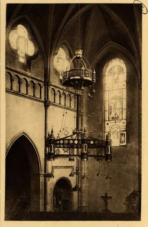 Montigny-les-Metz. Église. - Un des grands lustres en fer forgé