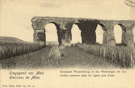 Umgegeng von Metz. Environs de Metz. Römische Wasserleitung in den Weinber…