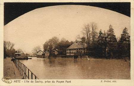 Metz. L'Ile du Saulcy, prise du Moyen Pont