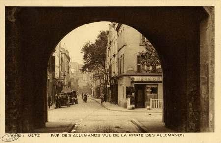Metz. Rue des Allemands vue de la  Porte des Allemands