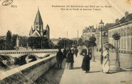Metz. Wachtstrasse mit Mittelbrücke und blick auf ev. Kirche - Rue de la G…