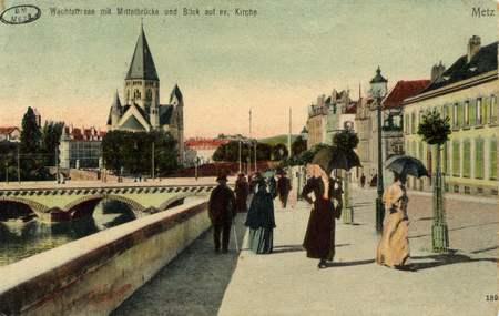 Metz. Wachtstrasse mit Mittelbrücke und blick auf ev. Kirche