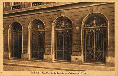 Metz. Grilles de la façade de l'Hôtel de Ville