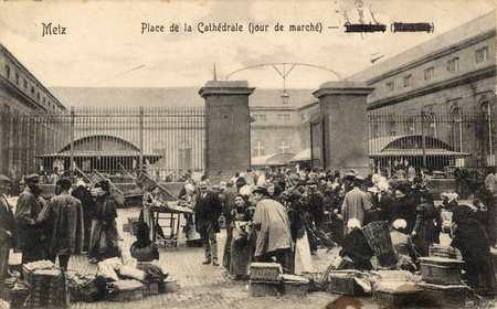 Metz. Place de la Cathédrale (jour de marché)