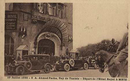 19 Juillet 1930 - S. A. Ahmed pacha, Bey de Tunisie - Départ de l'Hôtel Ro…
