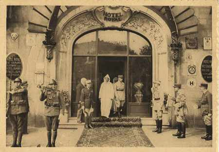 Sa Majesté Sidi Mohamed Ben Youssef, Sultan du Maroc et le général Noguès,…