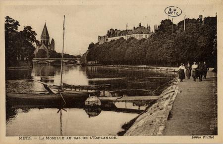 Metz. - LA MOSELLE AU BAS DE L'ESPLANADE.