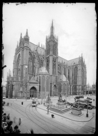 Vue de la cathédrale Saint-Étienne depuis la place d'Armes
