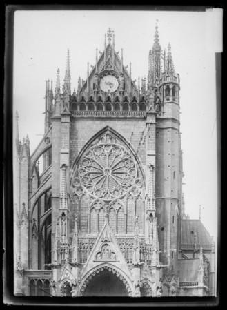 Façade occidentale de la cathédrale avec sa rosace