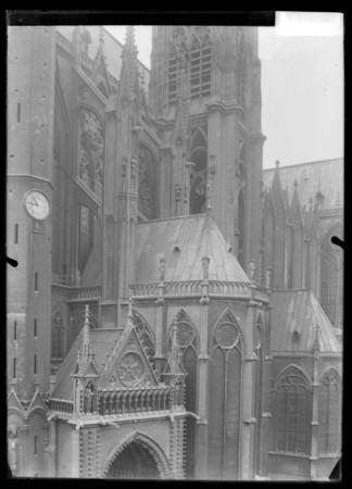 Façade sud de la Cathédrale Saint-Étienne vue depuis la place d'Armes, dét…