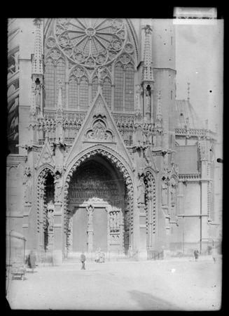 Portail ouest, style néogothique par Tornow, dit aussi portail du Christ