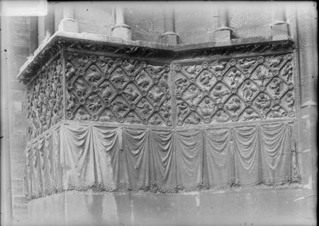 Bas-reliefs du portail nord de Notre-Dame-la-Ronde, côté gauche représenta…