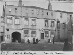 Hôtel de Burtaigne, place des Charrons