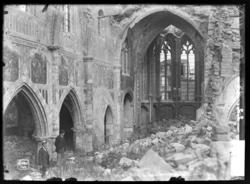 Ruines de l'église d'Etain, en Meuse, vers 1921
