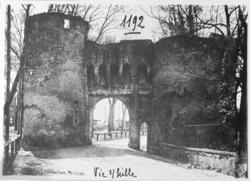Vic-sur-Seille, la porte du château des évêques de Metz