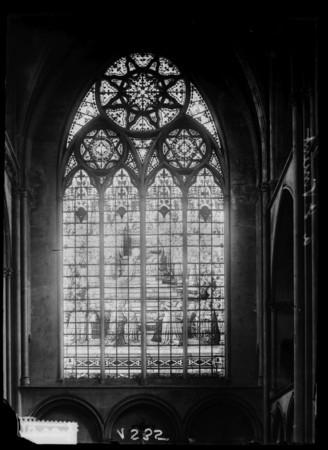 Vitraux de la basilique Saint-Vincent représentant le Couronnement de la V…