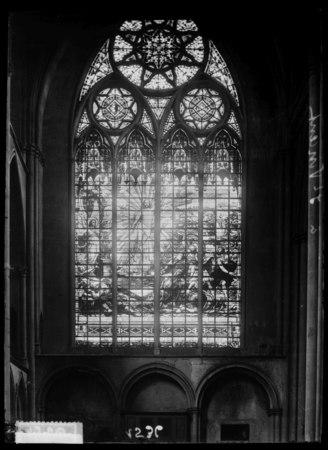 Vitraux de la basilique Saint-Vincent représentant la Résurrection du Chri…