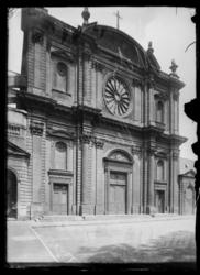 [Église Saint-Clément dans le quartier du Pontiffroy]