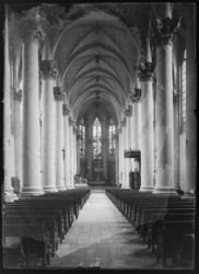[Intérieur de l'Église Saint-Clément dans le quartier du Pontiffroy]