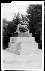 [Monument en hommage aux mères françaises]