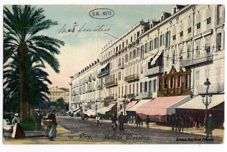Carte postale représentant l'avenue Masséna à Nice, portant une inscriptio…