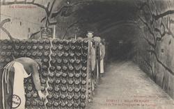 La Champagne – Maison Pol Roger: Travail du vin de champagne – le remuage