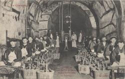 La Champagne – Maison Pol Roger: Travail du vin de champagne – le tapotage